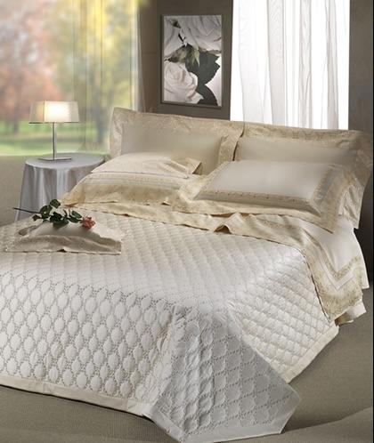 Complementi arredo camera da letto coprimaterasso piumino copripiumino lenzuola federe - Come mettere i cuscini sul letto ...