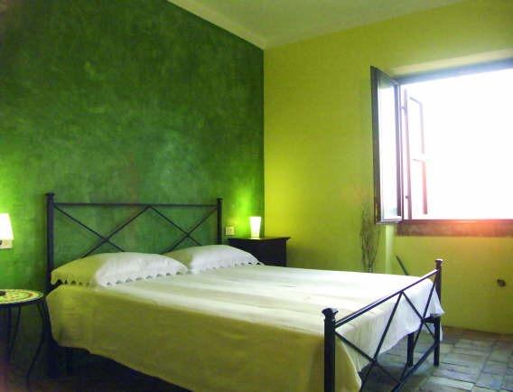 pareti camera da letto: pareti colorate, decorazioni